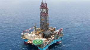 Chevron extends Maersk Deliver semisub rig contract off Angola
