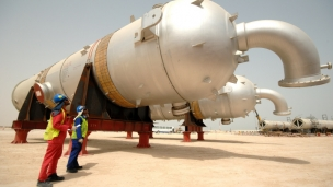 Shell has signed a USD 11bn deal with the Iraqi government to build a petrochemical plant in southern Iraq, according to industry minister Nasser al-Esawi