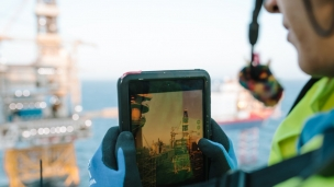Johan Sverdrup operators use tablets in their daily work