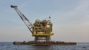 McDermott International has completed the installation of a 3,086-ton central processing platform (CPP) topside using the tight-slot float-over method in the Kepodang gas field, Muriah Working Area, offshore Indonesia for PC Muriah Ltd, a wholly-owned subsidiary of Petronas