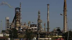 Petrobras is developing technology to cut greenhouse gas emissions through carbon dioxide capture on a demonstration scale at its Shale Industrialisation Facility (known as SIX) in Paraná, in partnership with the company's Cenpes research centre